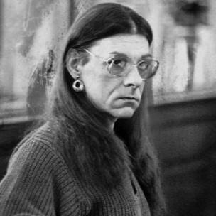 Imagem de arquivo de 1993, em que Robert Kosilek, já com a identidade de Michelle, compareceu a um tribunal em New Bedord, onde estava sendo julgado pelo assassinato de sua mulher, em 1990 (AP)