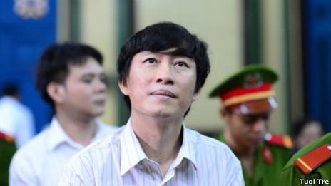 Phóng viên Hoàng Khương tại tòa 7/9/2012