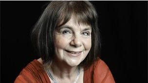 الكاتبة جوليا دونالدسون