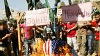 Palestinos queman banderas de EE.UU.