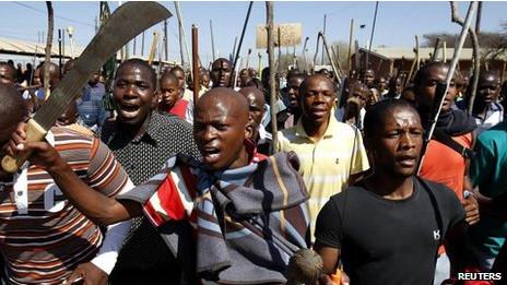 Mineiros em greve   Foto: Reuters