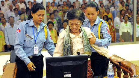 Bà Ieng Thirith tại tòa