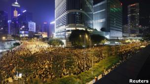 香港学生要求政府撤回国民教育科,在政府总部楼前举行集会示威(08/09/2012,资料照片)