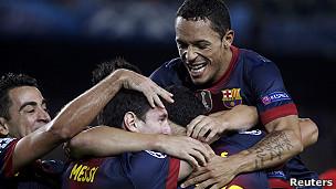 Messi recibe el apoyo de sus compañeros