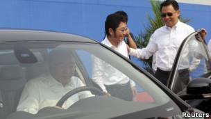 重庆市长黄奇帆视察重庆福特汽车制造厂(27/08/2012,资料照片)