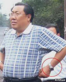 В КНР чиновника уволили за смех на месте автокатастрофы