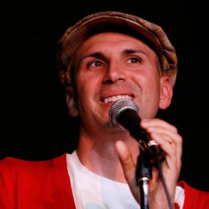 Peterson Toscano, durante uma de suas apresentações (Nony Dutton)