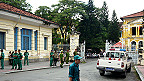 Bên ngoài tòa xử ba blogger thuộc Câu lạc bộ Nhà báo Tự do tại TP HCM