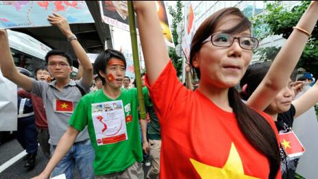Tham gia biểu tình phản đối Trung Quốc