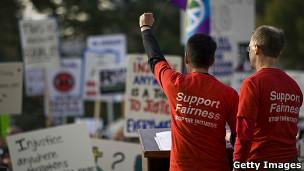 Ativistas gays na Califórnia durante manifestação