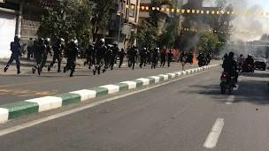 پلیس ضد شورش در حوالی بازار