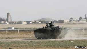 Tanque del ejército turco creca de la frontera con Siria