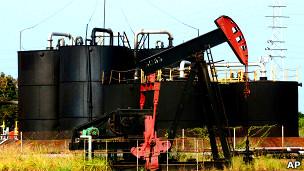 Pozo petrolero en Venezuela (foto de archivo)