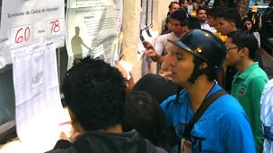 Fila para votar en Caracas