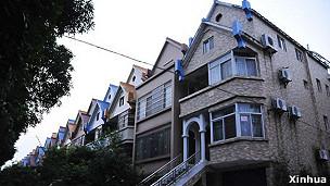 广州番禺城管局政委蔡彬妻子名下别墅所在的社区