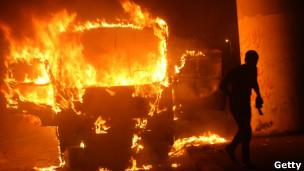 Autobús incendiado en El Cairo