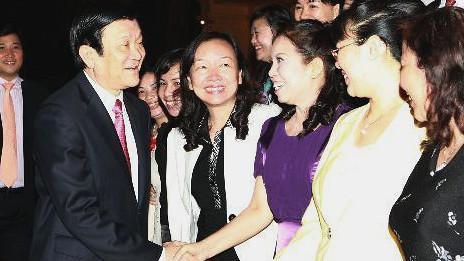 Chủ tịch Trương Tấn Sang tiếp các doanh nhân (ảnh TTXVN)