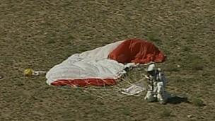 Austríaco já havia tentado o salto, mas foi atrapalhado pelo mau tempo (BBC)