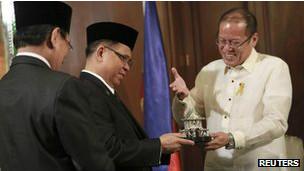 菲律賓總統阿基諾與穆斯林組織簽署停火協議