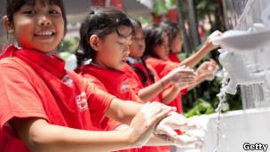 Celebração do 'dia mundial de lavar as mãos' na Indonésia