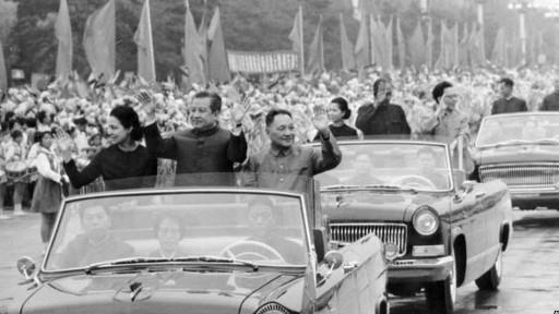 Sihanouk và Hoàng hậu Monique trong cuộc đón tiếp của Đậng Tiểu Bình