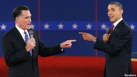 Hai ứng viên Romney và Obama trên sân khấu