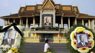 Thi hài cựu Quốc vương được quàn ở Phnom Penh để người dân đến viếng