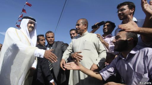 Penguasa Qatar, Sheikh Hamad bin Khalifa al-Thani, di Jalur Gaza.