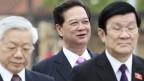 Tổng Bí thư Nguyễn Phú Trọng (trái) đang nắm thêm quyền kiểm soát bộ máy nhà nước