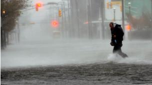 Người dân New York gồng mình trong bão Sandy