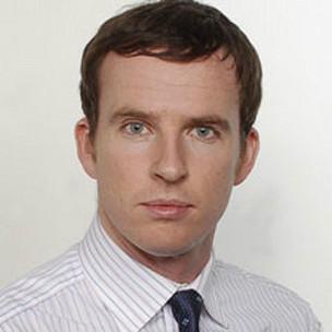 John Sudworth em imagem de 2006, antes de sofrer da paralisia de Bell (BBC)