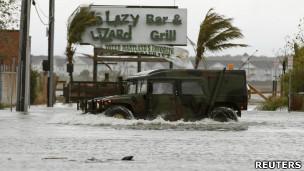 Barack Obama deverá conferir de perto estragos deixados pela Sandy em Nova Jersey (Reuters)
