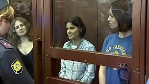 Integrante do grupo 'Pussy Riot' está quebrando pedras em colonia penal russa