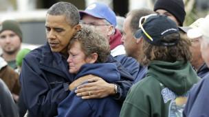 Tổng thống Obama an ủi nạn nhân bão