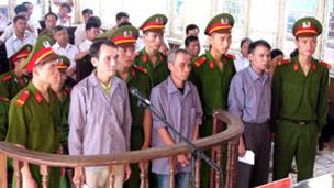 Phiên xử sơ thẩm ba nông dân Bắc Giang: Nguyễn Kim Nhàn, Đỗ Văn Hoa, Đinh Văn Nhượng