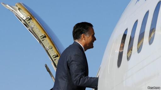 Romney sube al avión