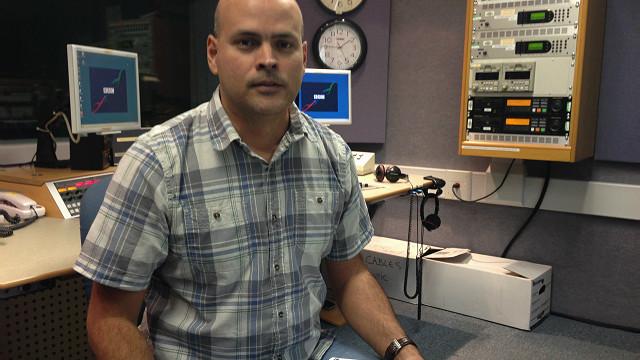 Alfredo Ochoa, de BBC Mundo, en la redacción de Miami