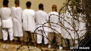 Prisioneros en la cárcel de Guantánamo
