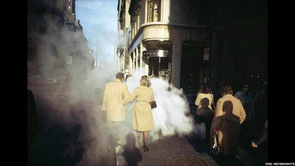 5th Avenue, Nova York, 1975, por Joel Meyerowitz