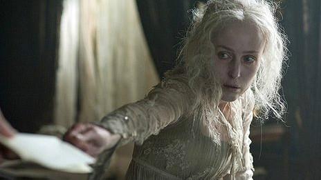 Gillian Anderson como Miss Havisham