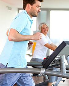Hombre y mujer en el gimnasio Foto: SPL
