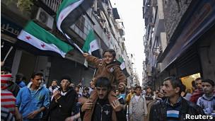 Manifestación de opositores a Assad en Bustan Al Qasr, Siria