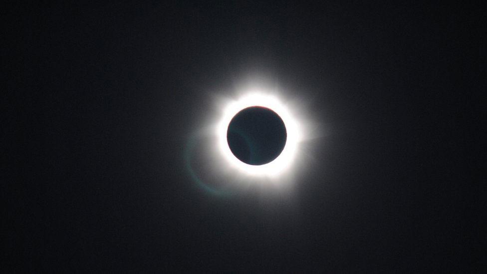 121114095646 eclipse ugc1