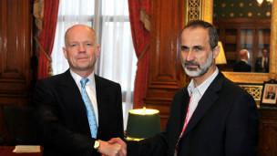 Ngoại trưởng Anh (trái)