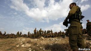 Exército israelense em exercício de simulação de possível invasão a Gaza, neste sábado (Reuters)