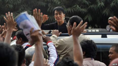 Bà Suu Kyi gặp người dân ở mỏ đồng gây tranh cãi