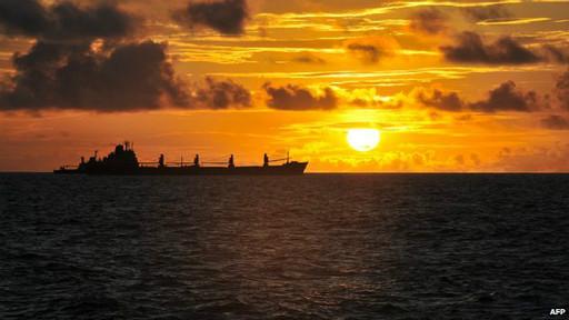 barcos en la costa de Somalia