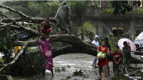 إعصار بوفا يضرب الفلبين