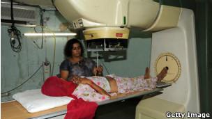 Exame para detectar câncer na Índia (Foto Getty Image)