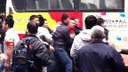 Bắt người biểu tình lên xe bus